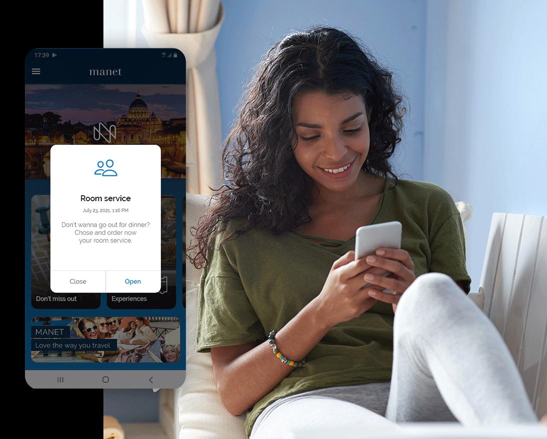 Un ospite riceve una notifica dall'hotel attraverso l'app Manet